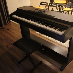 LAUGH HOUSE咖啡館 演奏餐會 原木色電鋼琴運送組裝