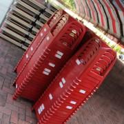 于美人關懷弱勢感恩五月親子活動 紅色塑膠椅運送