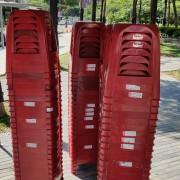鄭功進議員 服務中心活動 紅色塑膠椅出租運送