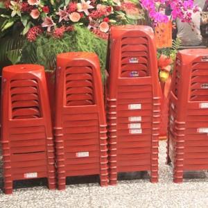 餓坐聚鐵板燒 開幕活動 紅色塑膠椅出租運送 (1)