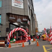 Louis Motorrad 重機部品連鎖店開幕重機部品連鎖店開幕台北第一家開幕活動 三角錐組