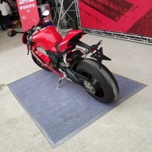 2018 Ducati台灣大會師 灰色地毯鋪設