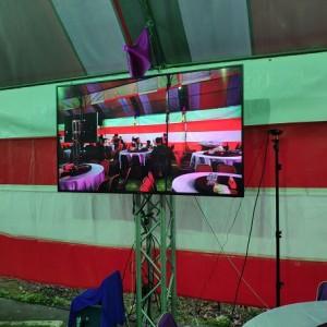公司尾牙現場轉播 80吋液晶電視Truss組出租 (2)