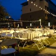 戶外婚禮裝飾用燈組搭設 (3)