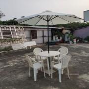 戶外休閒活動用 塑膠圓桌 塑膠靠背椅 白色陽傘組 出租運送 (12)