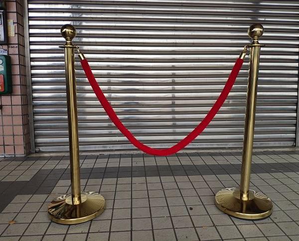 金柱紅繩 掛繩紅龍柱 迎賓柱 掛繩柱 出租運送 (7)