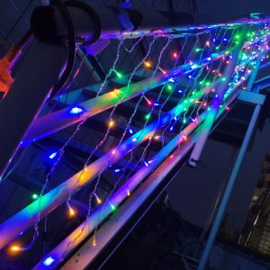 冰條燈 彩色款 公司頂樓烤肉活動 入口階梯扶手佈置施工 (1)