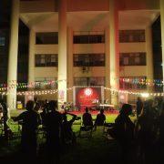 斯里蘭卡新年慶典餐會 主題背板Truss 串燈 燈光音響 爵士鼓 樂器音箱 3米帳 紅龍圍欄 紅地毯 出租運送 (4)